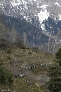 26FAB9C800000578-3010610-French_military_personnel_walk_up_the_mountainside_towards_the_c-a-5_1427318127799